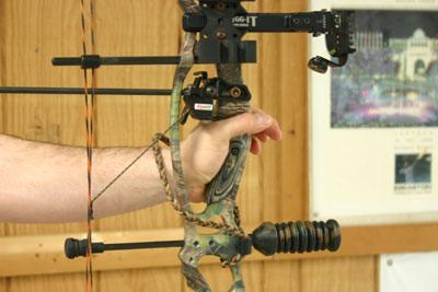 proper archery form grip